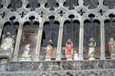 Santiagos Peregrinos del Pórtico  y del frontispicio del coro de la Basílica  de Santa María la Mayor