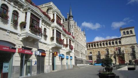 Edificio Gaudí y Catedral de la Luz