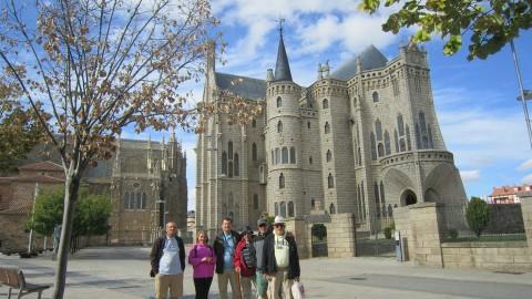 Al fondo palacio obra de Gaudí