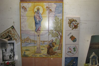Detalle de los azulejos de la capillita del Desierto de las Palmas