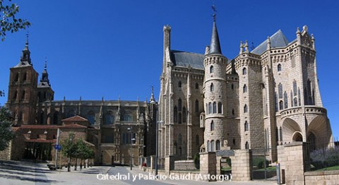 1200px-Astorga_Cathedral_Bishops_palace_2005-500